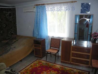 Отдельные недорогие домики для уютного семейного отдыха - спальня.jpg