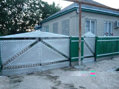 Отдельные недорогие домики для уютного семейного отдыха - Фото-дома-с-ворот.jpg